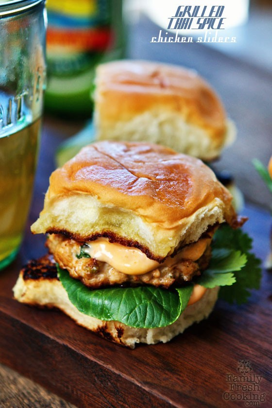 Grilled Thai Spice Chicken Sliders with Sriracha Mayo | MarlaMeridith.com #FathersDay #July4th