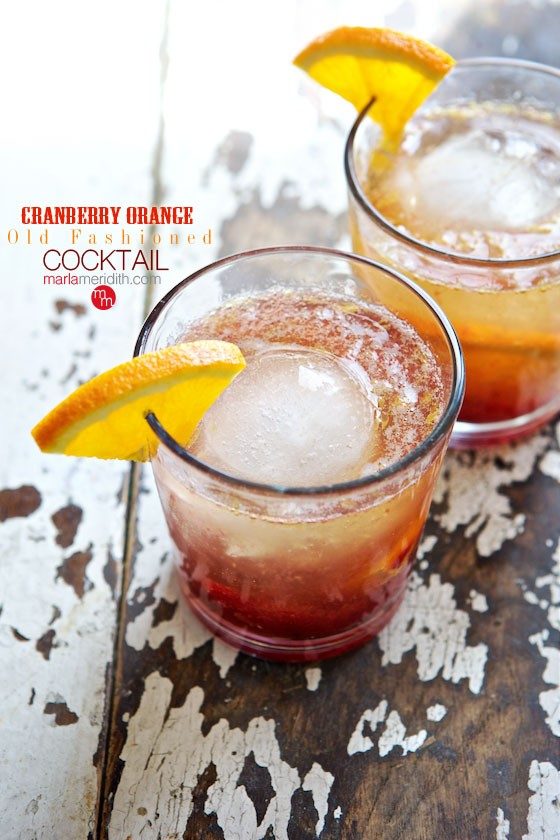 This Cranberry Orange Old Fashioned Cocktail will warm you up on the coldest nights! MarlaMeridith.com ( @marlameridith )