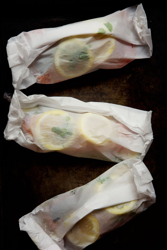 Salmon en Papillote (in parchment paper) with Summer Vegetables. This healthy recipe is bursting with flavor! MarlaMeridith.com ( @marlameridith )