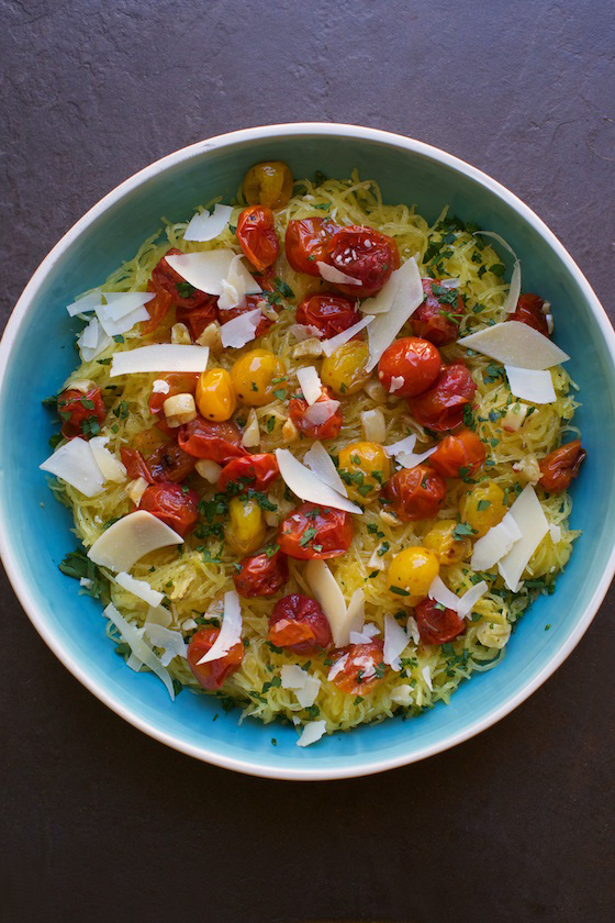 Spaghetti Squash with Roasted Tomatoes and Garlic a gluten free #recipe on MarlaMeridith.com #vegetarian #meatless